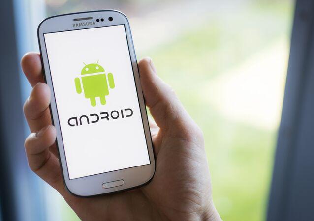 Logo Androida na smartfonie Samsunga.