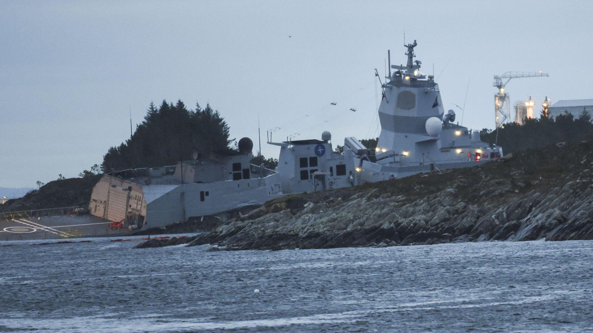 Zderzenie fregaty norweskiej KNM Helge Ingstad z tankowcem Sola TS., 8 listopada 2018 r. - Sputnik Polska, 1920, 11.07.2021