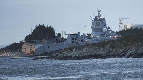 Zderzenie fregaty norweskiej KNM Helge Ingstad z tankowcem Sola TS., 8 listopada 2018 r. - Sputnik Polska