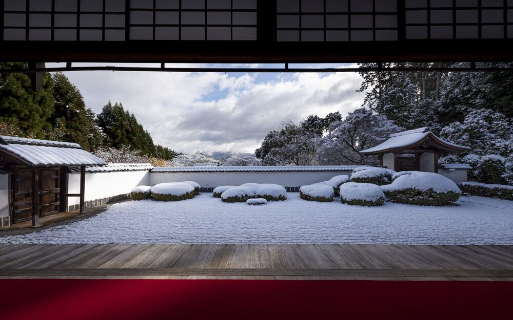 Opady śniegu w Kioto, Japonia.