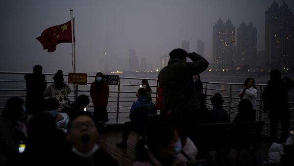 Prom przepływa przez rzekę Jangcy rok po wybuchu epidemii COVID-19 w Wuhan - Sputnik Polska