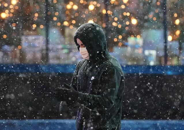 Człowiek w masce ochronnej, Nowy Jork