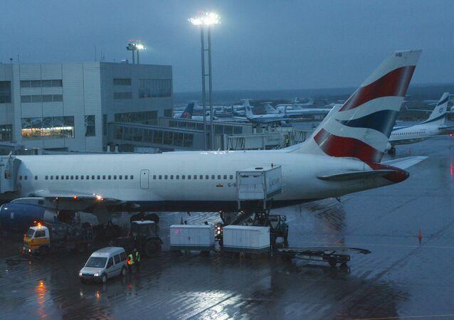 Samolot British Airways na lotnisku Domodiedowo.