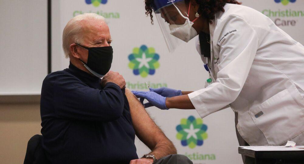 Prezydent elekt USA Joe Biden podczas szczepienia na COVID-19
