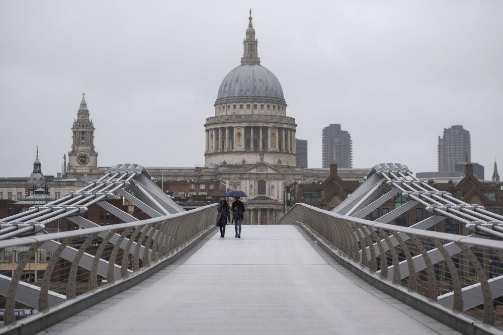 Most Millennium Bridge w Londynie