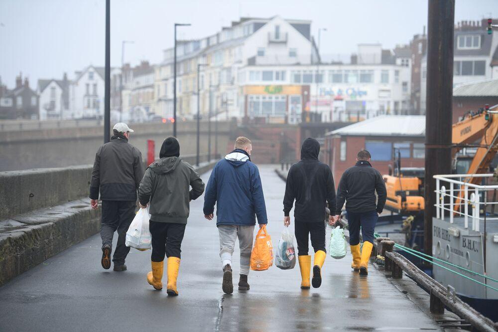 Brytyjscy rybacy opuszczają miejsce pracy na północnym wschodzie Anglii