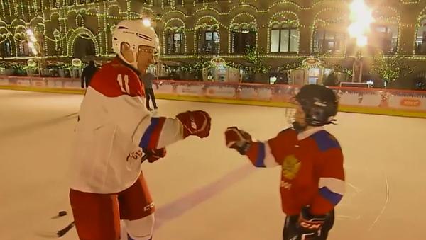Putin zagrał w hokeja z chłopcem, u którego zdiagnozowano białaczkę - Sputnik Polska