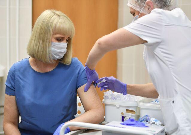 Szczepienia przeciwko koronawirusowi