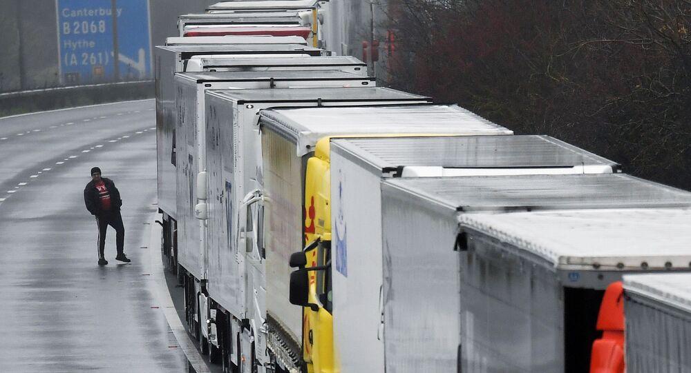 Kolejka ciężarówek do portu w Dover, 21.12.2020