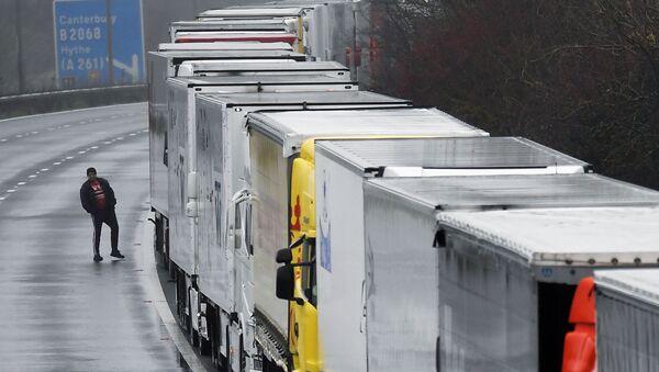 Kolejka ciężarówek do portu w Dover, 21.12.2020 - Sputnik Polska