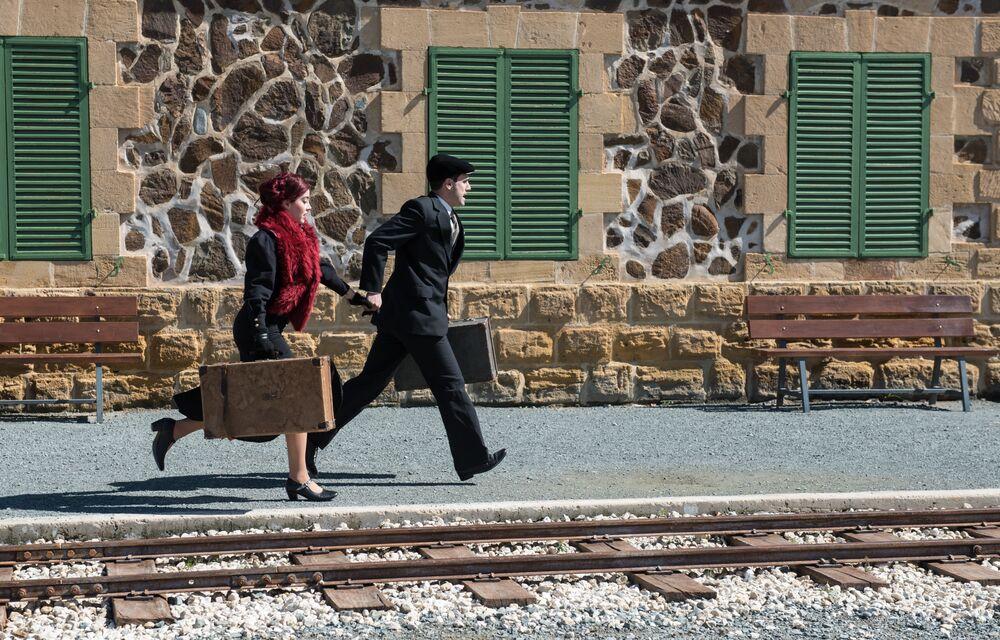 Chilijczycy spacerują po ulicach z pustą walizką, by dużo podróżować w nowym roku