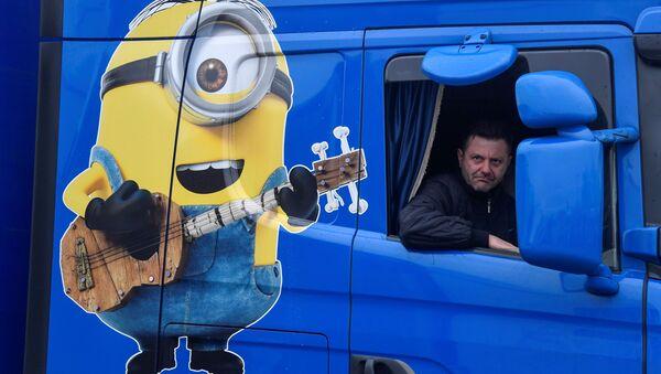 Kierowca ciężarówki z Polski podczas przymusowego postoju w Ashford w Wielkiej Brytanii - Sputnik Polska