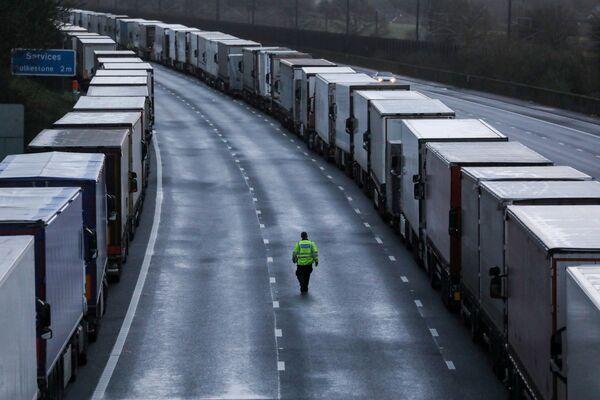 Ciężarówki na M20 w Wielkiej Brytanii - Sputnik Polska