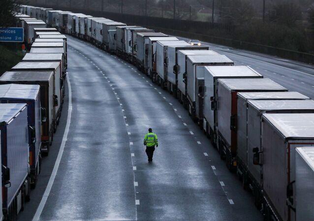 Ciężarówki na M20 w Wielkiej Brytanii