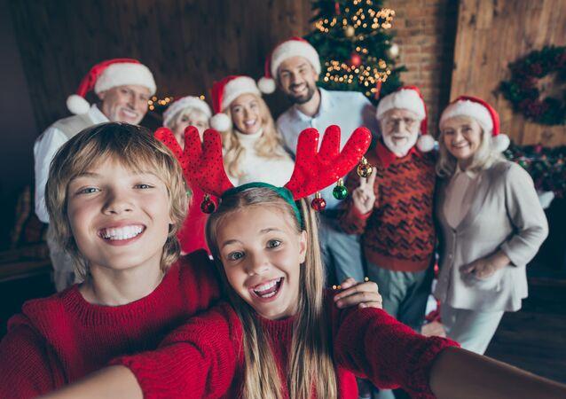 Rodzinne zdjęcie przed choinką