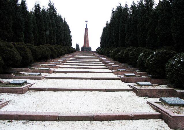 Cmentarz wojenny w słowackim Zwoleniu.
