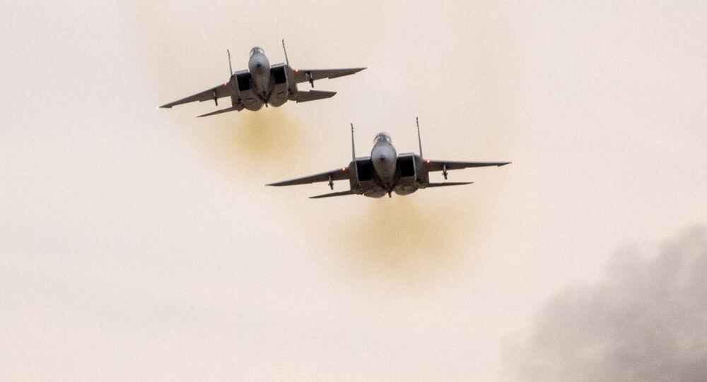 Myśliwce F-15.