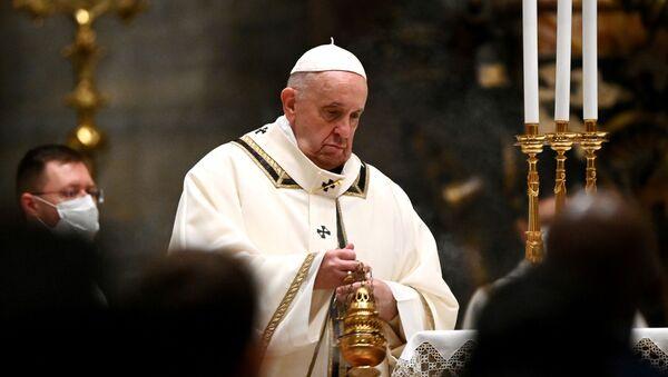 Папа Римский Франциск во время праздничной мессы в базилике Святого Петра в Ватикане - Sputnik Polska