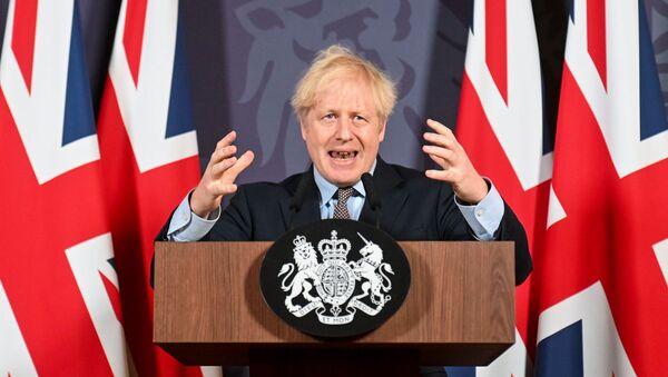 Brytyjski premier Boris Johnson organizuje konferencję prasową na Downing Street na temat wyniku negocjacji w sprawie Brexitu w Londynie, 24 grudnia 2020 r. - Sputnik Polska