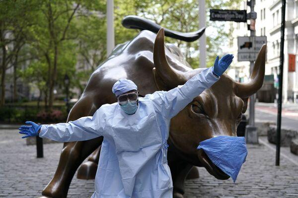 Rzeźba bawoła na Wall Street w Nowym Jorku - Sputnik Polska
