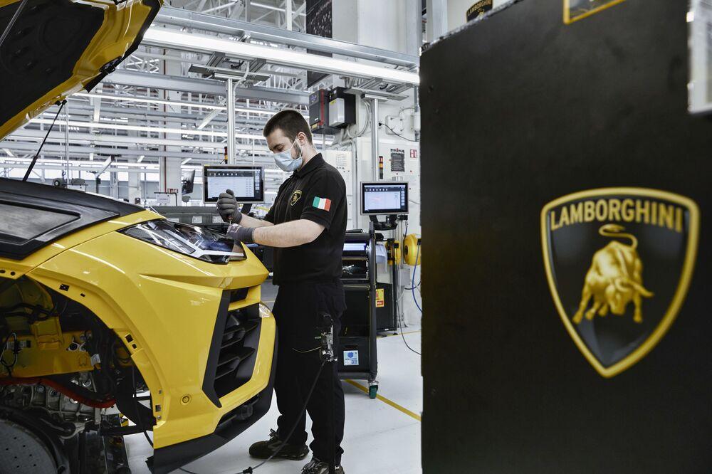 Logotyp firmy Lamborghini z bykiem