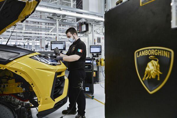 Logotyp firmy Lamborghini z bykiem - Sputnik Polska