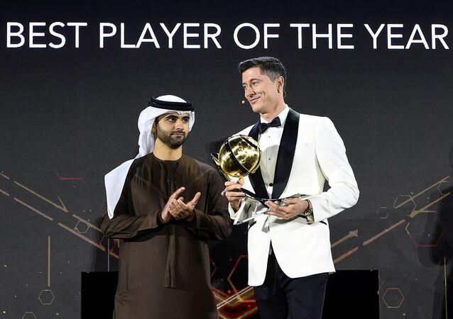 Piłkarz Robert Lewandowski na gali Globe Soccer Awards