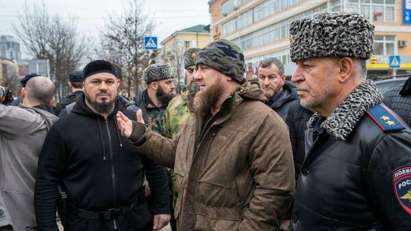 Ramzan Kadyrow w miejscu strzelaniny w centrum Groznego - Sputnik Polska