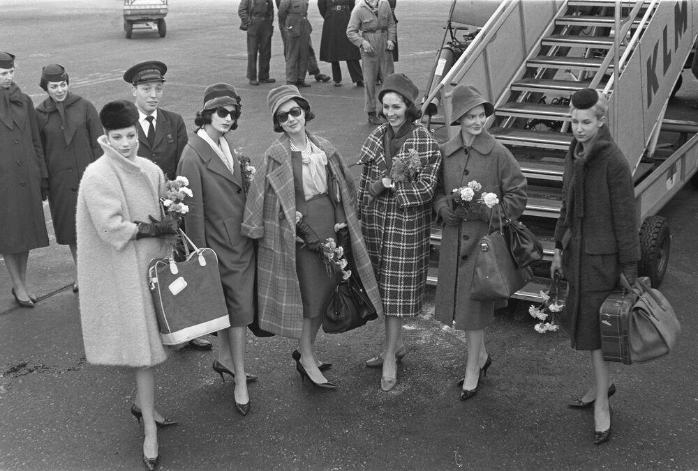Modelki w kolekcji projektanta mody Pierre'a Cardina, 1959 rok