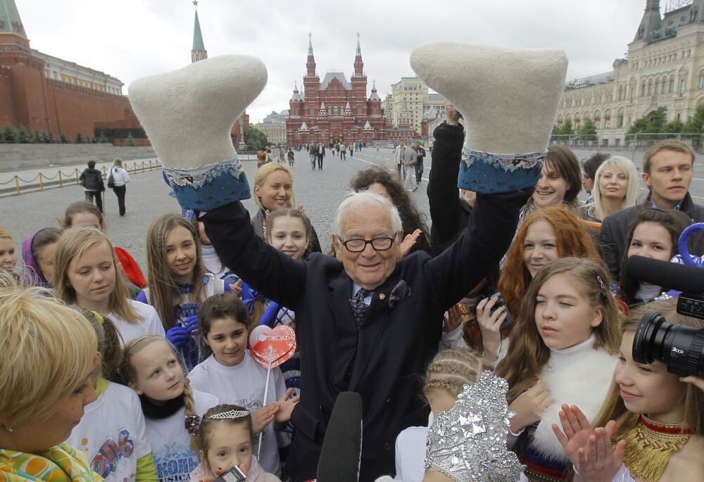 Słynny francuski projektant mody Pierre Cardin na Placu Czerwonym