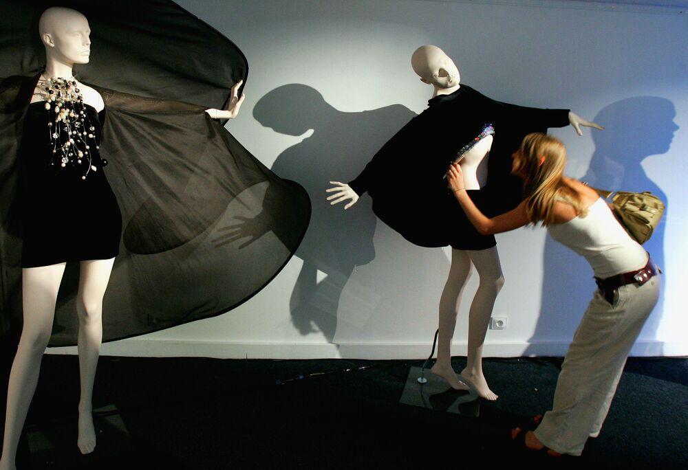 Kreacje francuskiego projektanta Pierre'a Cardina z kolekcji wiosna-lato 2007