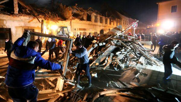 Zniszczone domy po trzęsieniu ziemi w chorwackim mieście Petrinja - Sputnik Polska
