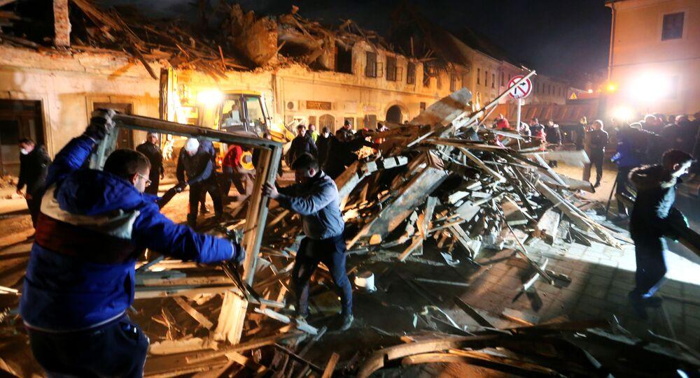 Zniszczone domy po trzęsieniu ziemi w chorwackim mieście Petrinja.