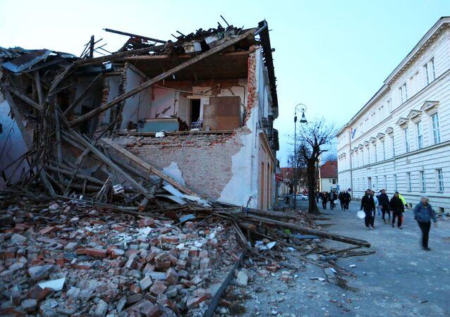 Zniszczenia po trzęsieniu ziemi, Petrinja, Chorwacja