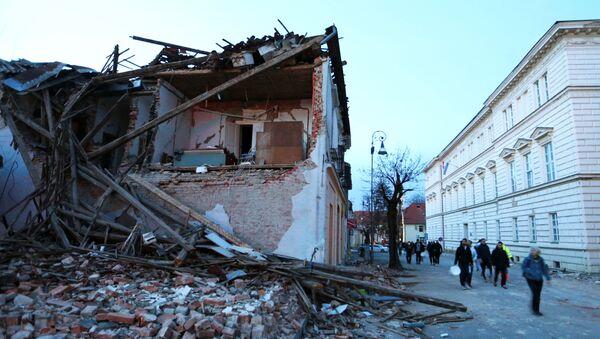 Zniszczenia po trzęsieniu ziemi, Petrinja, Chorwacja - Sputnik Polska