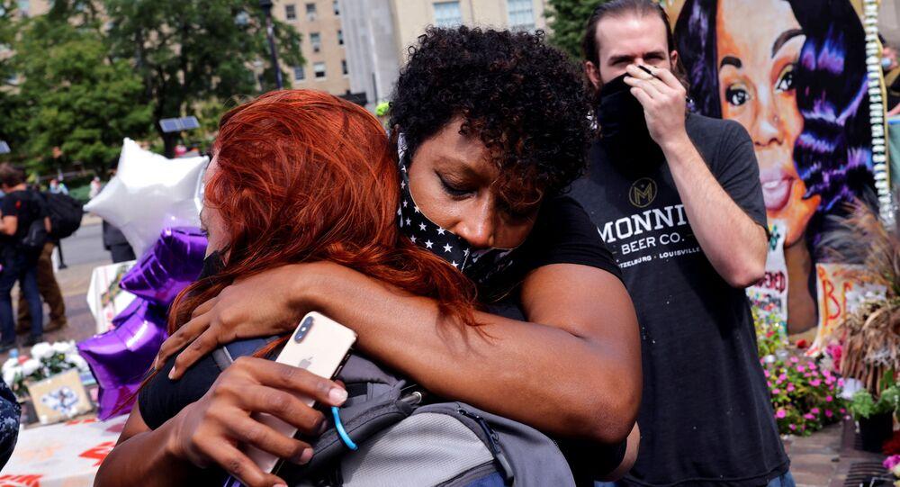 Protestujący po procesie w sprawie śmierci Afroamerykanki Breonny Taylor w Louisville w USA