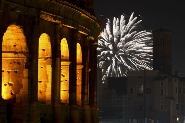 Fajerwerki z okazji Nowego Roku 2021 w Rzymie - Sputnik Polska