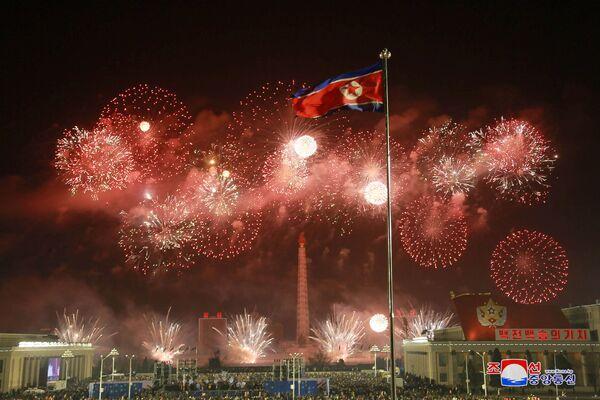 Fajerwerki z okazji Nowego Roku 2021 w Korei Północnej - Sputnik Polska