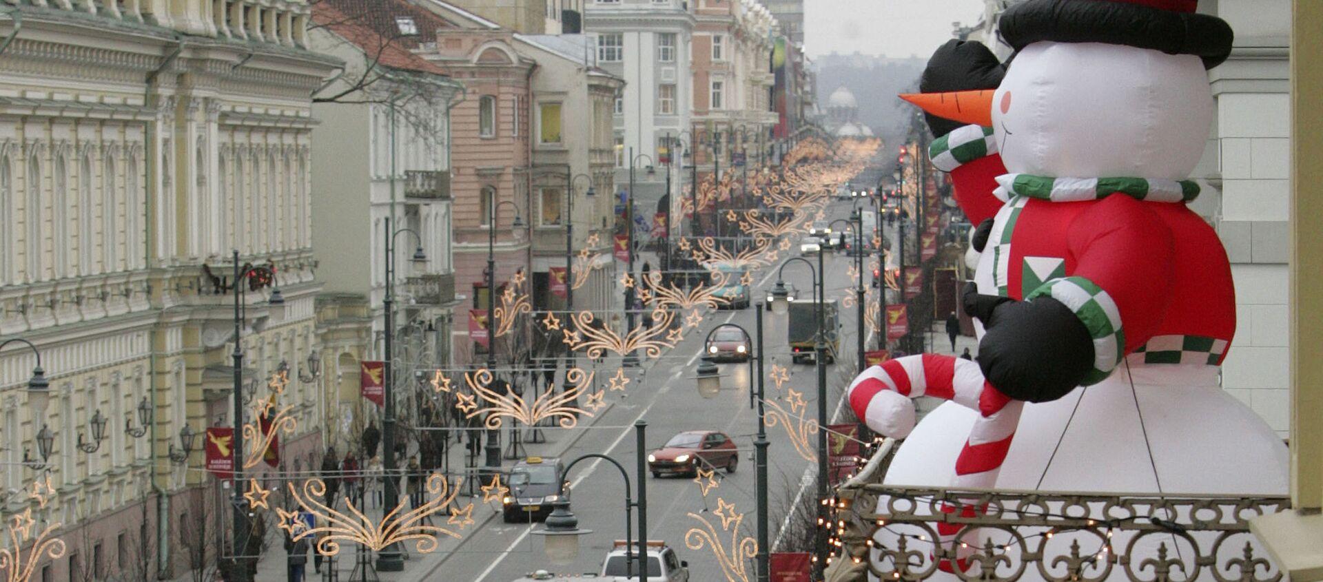 Bałwan na balkonie na Litwie - Sputnik Polska, 1920, 01.01.2021