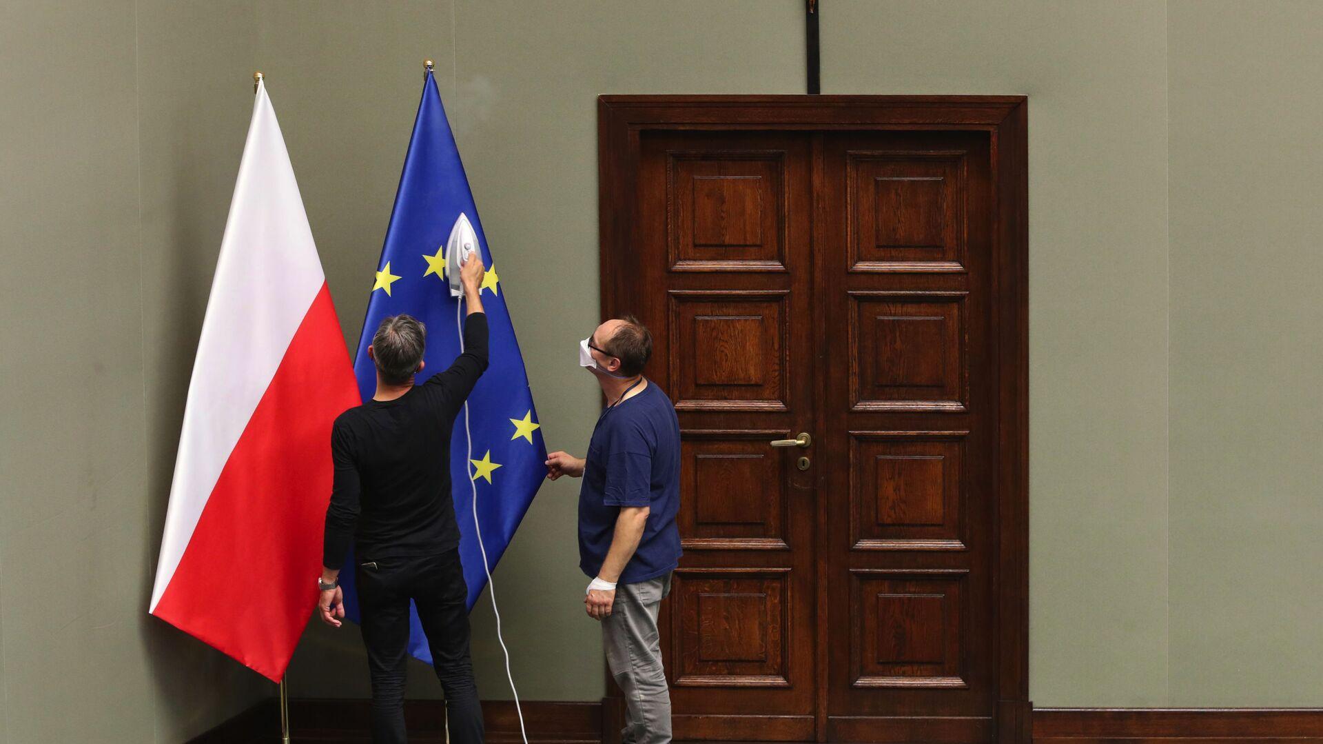 Flagi Polski i UE. - Sputnik Polska, 1920, 28.04.2021