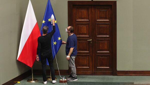 Flagi Polski i UE. - Sputnik Polska