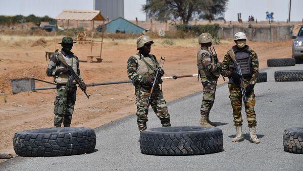 Nigeryjscy żołnierze w pobliżu lotniska Diffa w południowo-wschodnim Nigrze - Sputnik Polska