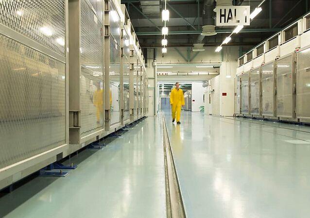 Wnętrze zakładu konwersji uranu Fordow
