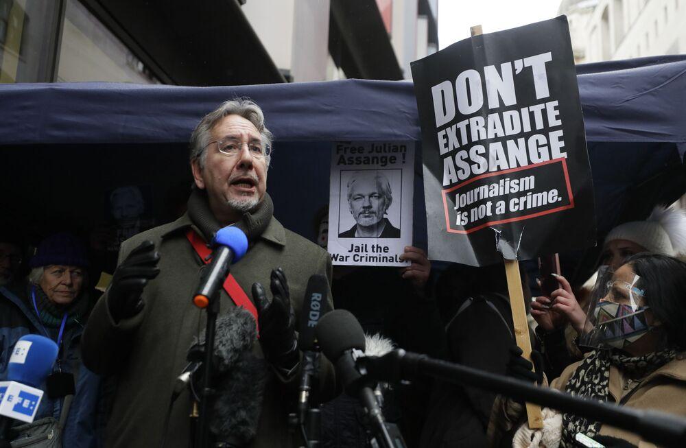 Zwolennicy założyciela Wikileaks, Juliana Assange'a w Londynie