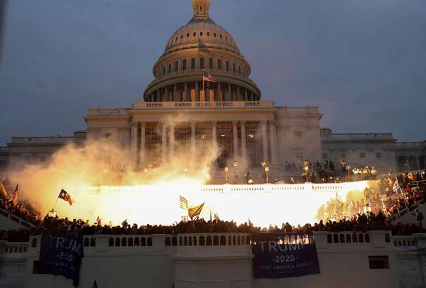Wybuch przed budynkiem Kapitolu w Waszyngtonie - Sputnik Polska