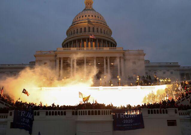 Wybuch przed budynkiem Kapitolu w Waszyngtonie