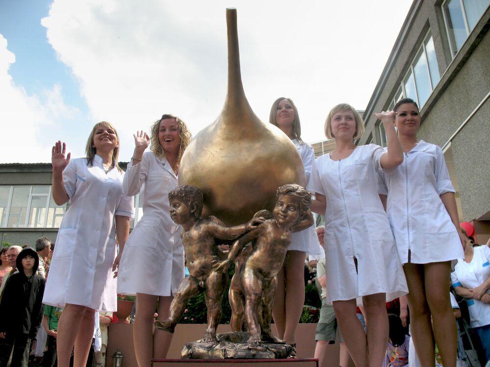 Pomnik lewatywy w sanatorium w Rosji
