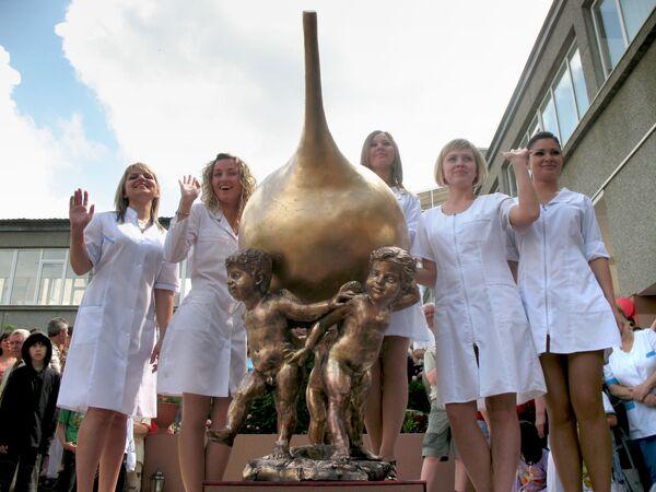 Pomnik lewatywy w sanatorium w Rosji - Sputnik Polska