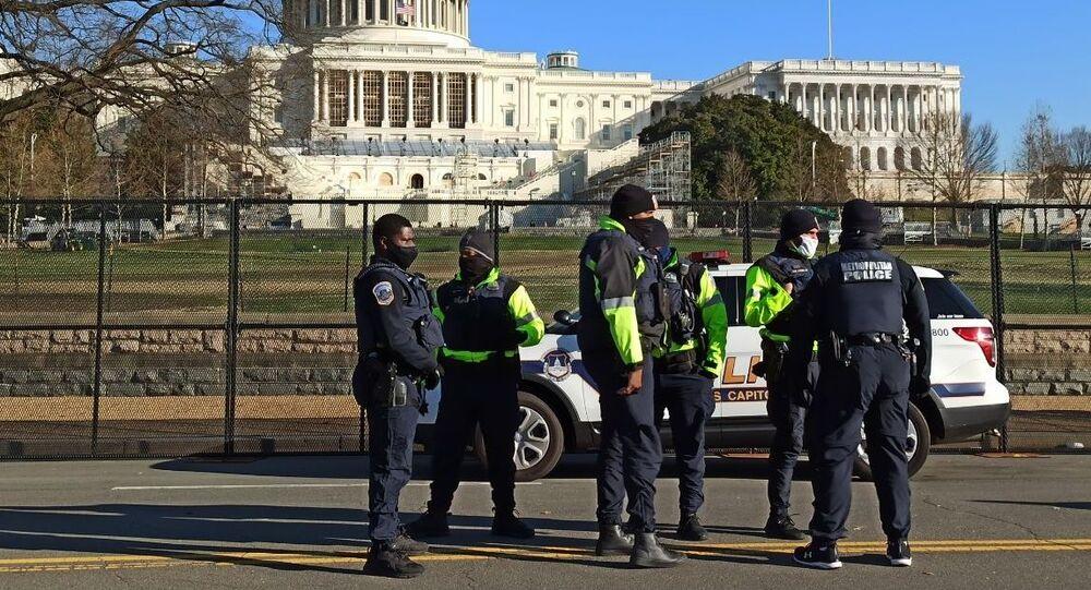 Policja na Kapitolu.