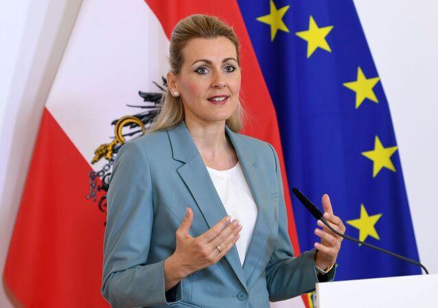 Austriacka minister pracy, rodziny i młodzieży Christine Aschbacher.